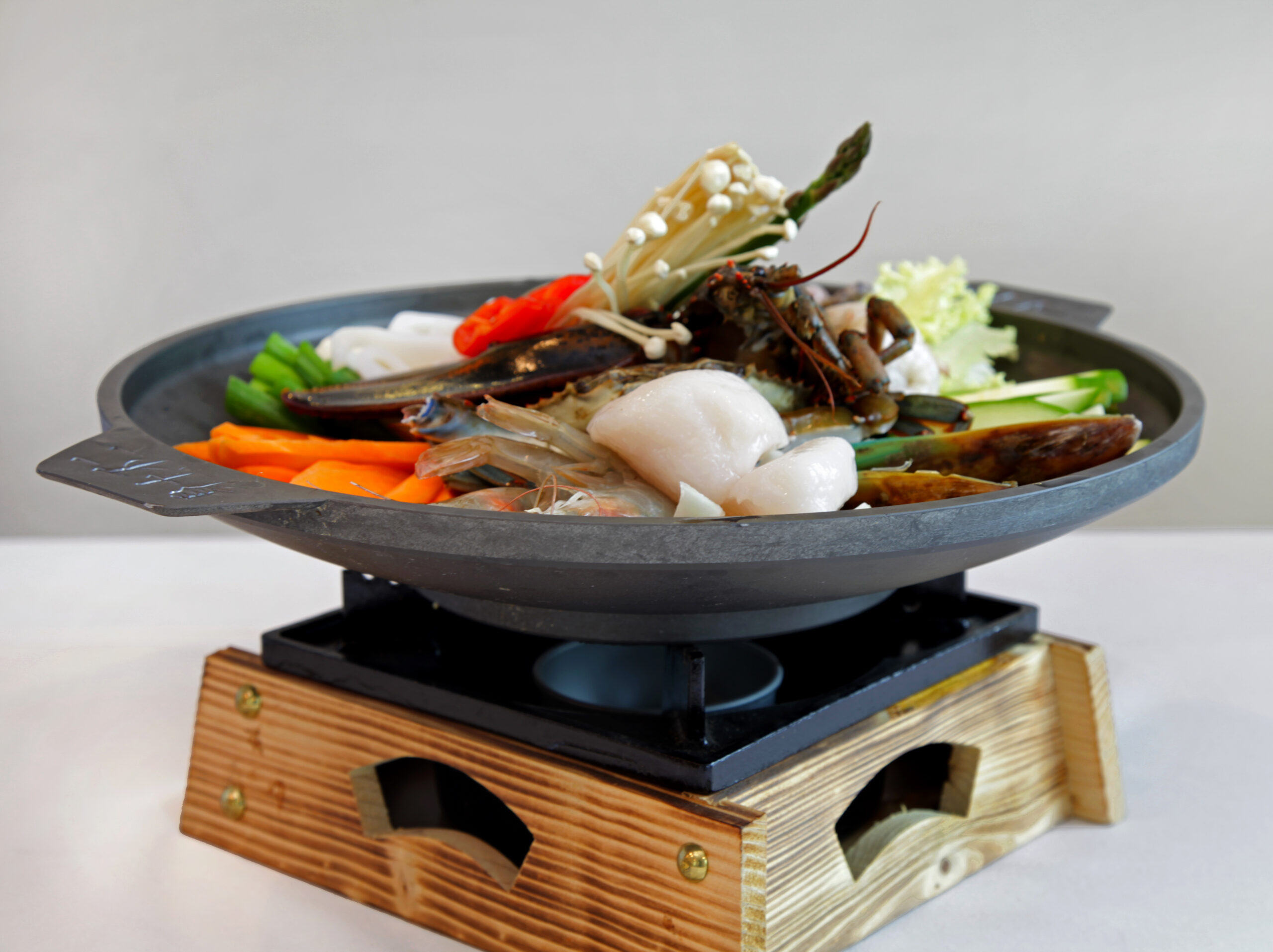 Seafood Gui <br> Marinated seafood grilled and servered on a hot sizzling pan